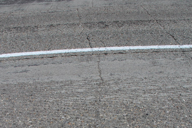 Scheuren in betonweg 660x440