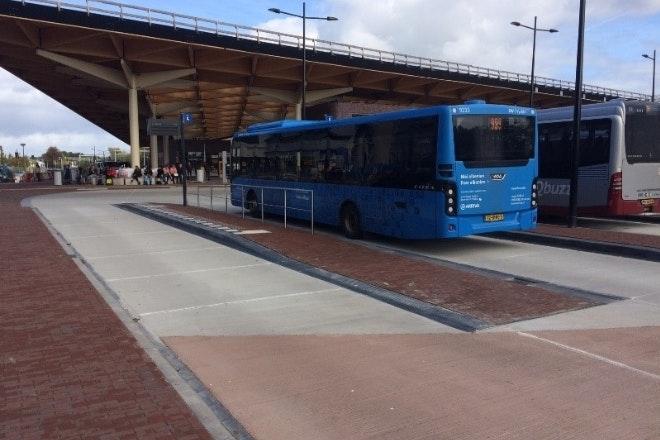 01 busstation1 660