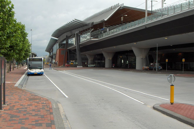 Busstation bijlmer 660x440
